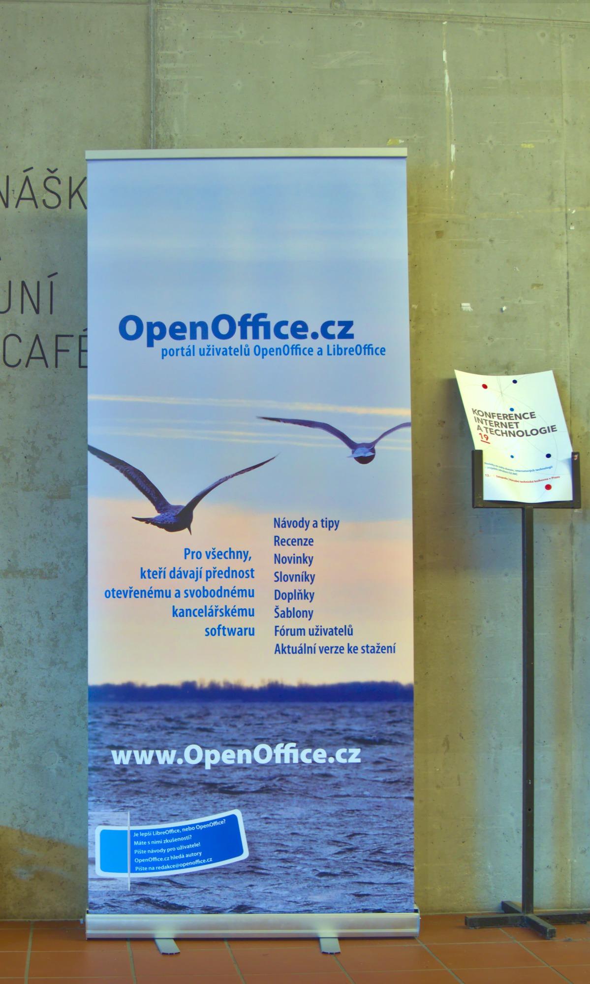 Roll-up naší redakce na konferenci LinuxDays