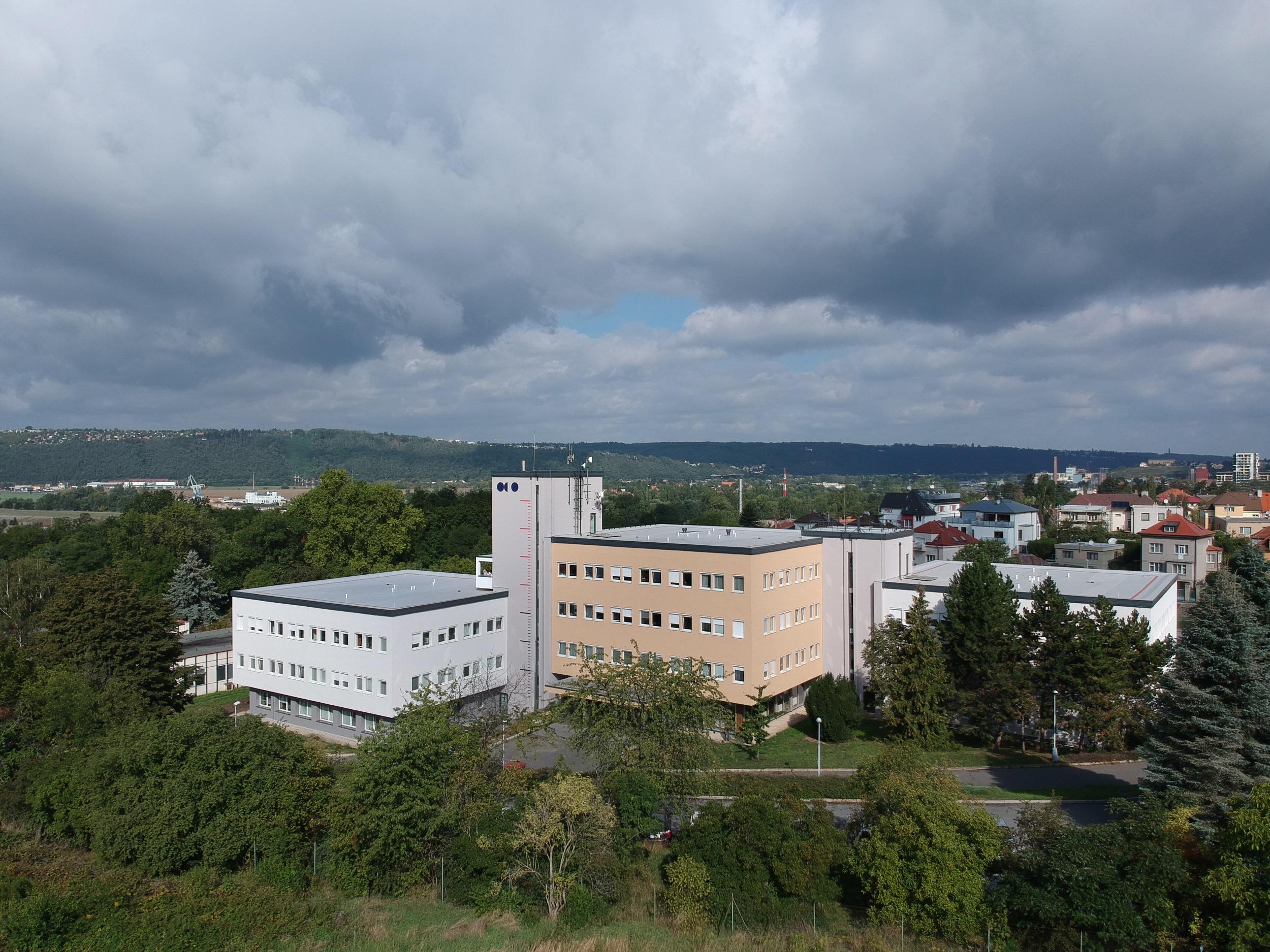 Centrála Českého hydrometeorologického ústavu v Praze-Komořanech (wikimedia.org)